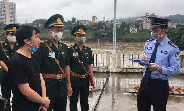 Trao trả Trung Quốc 3 người đi du lịch chui - 1
