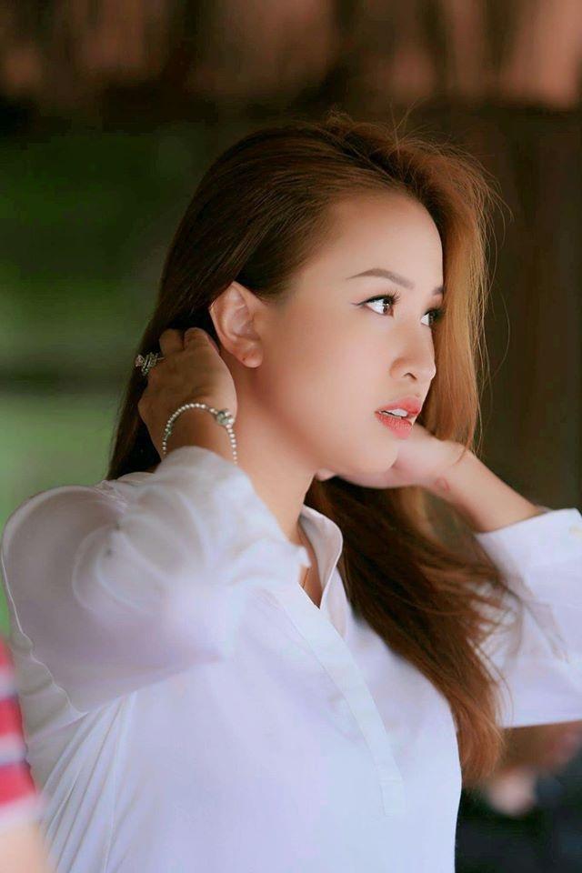 Đi theo tiếng gọi của tình yêu, Vân Hugo làm bà nội trợ đảm đang ở Sài Gòn - 3