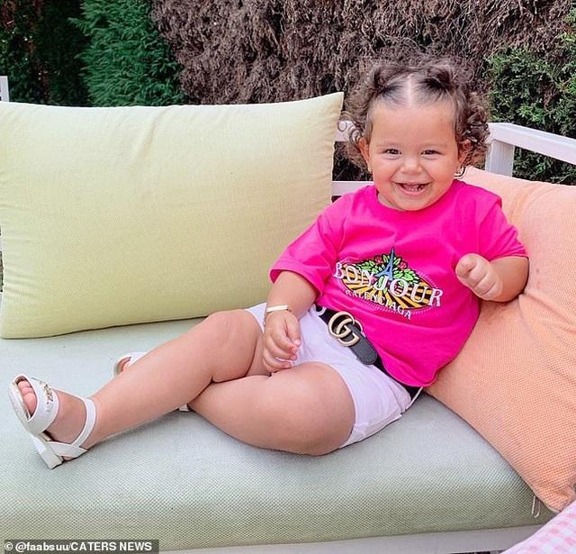 Tủ đồ hàng hiệu của bé 17 tháng tuổi khiến cộng đồng mạng sửng sốt - 9