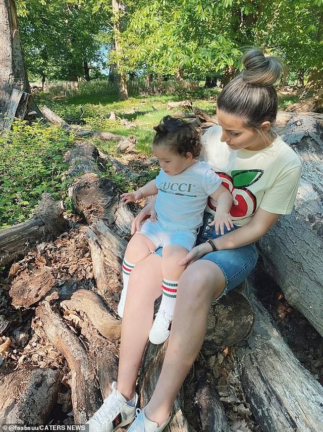 Tủ đồ hàng hiệu của bé 17 tháng tuổi khiến cộng đồng mạng sửng sốt - 13