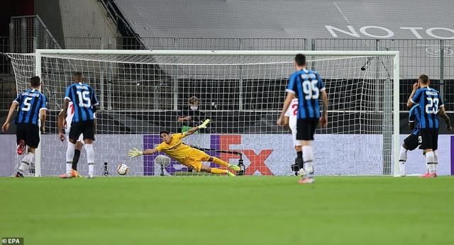 Những khoảnh khắc nghẹt thở trong chiến thắng của Sevilla trước Inter Milan - 2