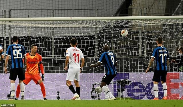 Những khoảnh khắc nghẹt thở trong chiến thắng của Sevilla trước Inter Milan - 17