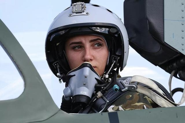Vẻ đẹp của những nữ phi công quân sự tương lai Nga - 9