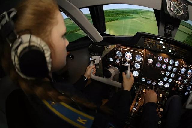 Vẻ đẹp của những nữ phi công quân sự tương lai Nga - 4