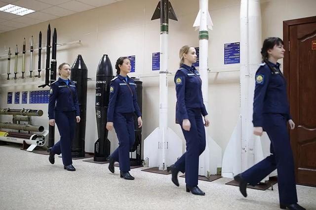 Vẻ đẹp của những nữ phi công quân sự tương lai Nga - 8