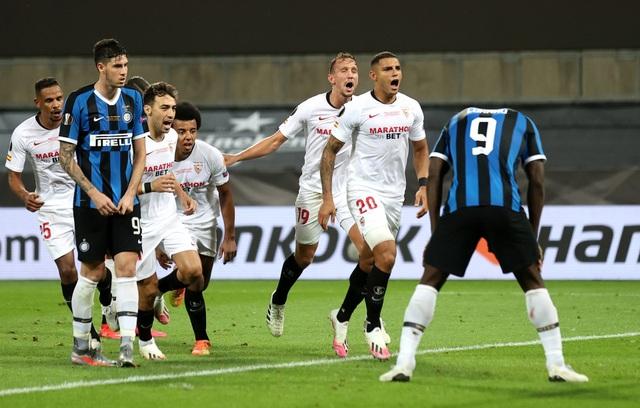 Lukaku hóa tội đồ ở chung kết Europa League: Sự nghiệt ngã của số phận - 2