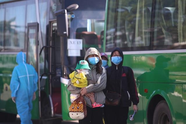"""Đưa người lao động Quảng Ngãi bị """"mắc kẹt"""" ở Đà Nẵng về quê - 5"""
