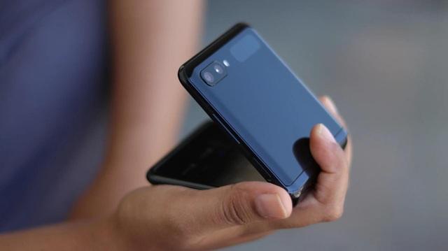 Samsung sắp ra mắt smartphone giá rẻ có màn hình gập  - 1