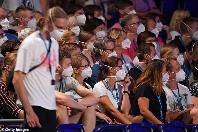 1.500 người đi dự đêm nhạc phục vụ cho nghiên cứu về Covid-19 - 5