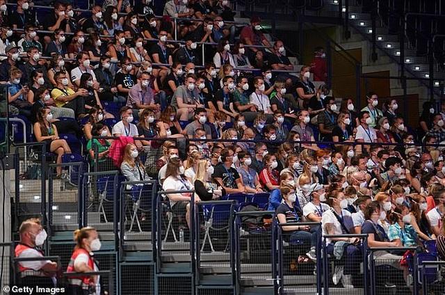 1.500 người đi dự đêm nhạc phục vụ cho nghiên cứu về Covid-19 - 11