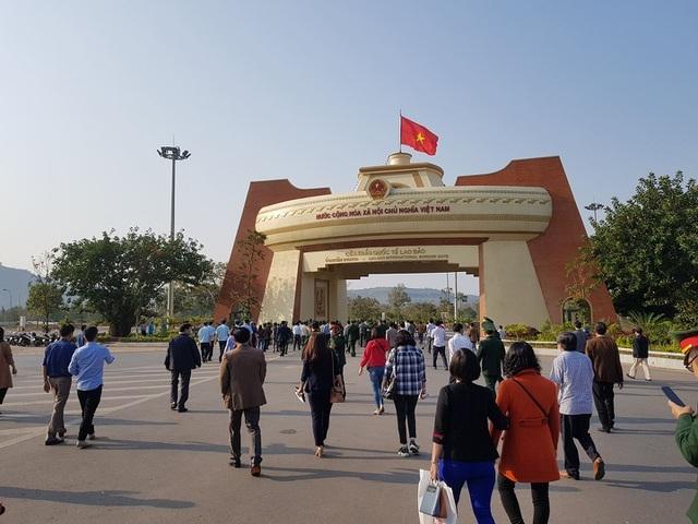 Quảng Trị: Hơn 400 sinh viên Lào nhập cảnh, trở lại Việt Nam học tập - 1