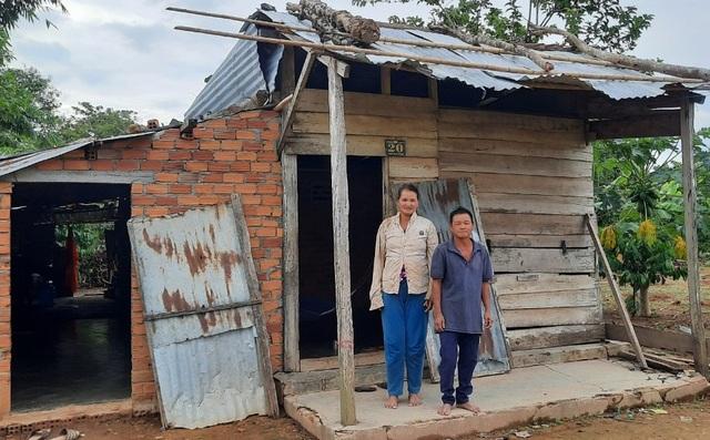 Thương gia đình 3 đứa con bỏ học vì quá nghèo, ngủ trong nhà chỉ sợ nhà sập - 2