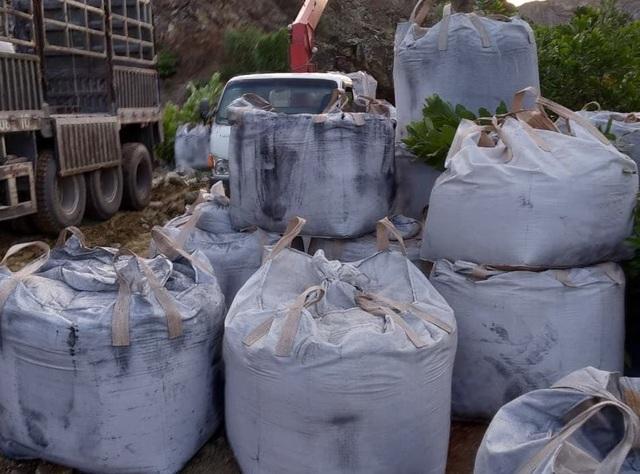 Vụ đổ hàng chục tấn chất thải lạ: Đơn vị đổ thải nói gì? - 1