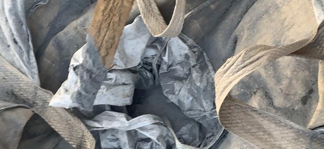Hàng chục tấn chất thải lạ được chở từ Ninh Bình đổ vào Thanh Hoá - 3