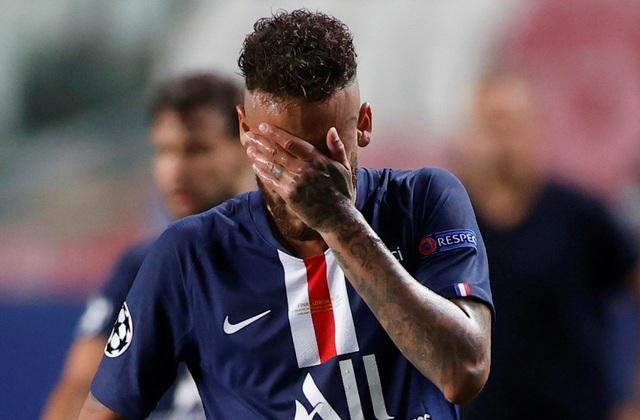 Neymar khóc khi chứng kiến PSG gục ngã trước Bayern Munich - 1