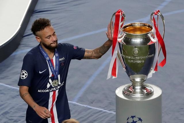 Neymar khóc khi chứng kiến PSG gục ngã trước Bayern Munich - 4