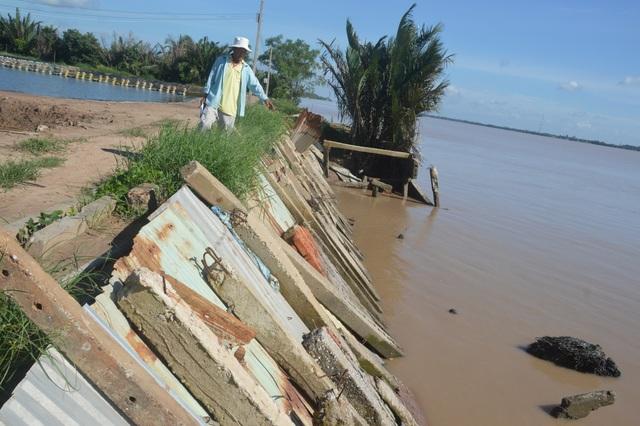 Người dân hoang mang tố thủ phạm gây sạt lở nghiêm trọng hai bờ sông Hậu - 2