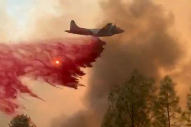 """Cháy rừng đẩy bang California vào cảnh """"ngàn cân treo sợi tóc"""" - 1"""