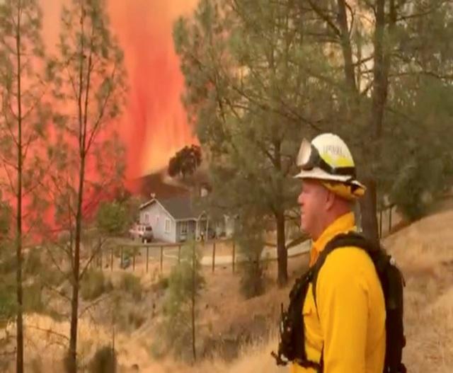 """Cháy rừng đẩy bang California vào cảnh """"ngàn cân treo sợi tóc"""" - 2"""