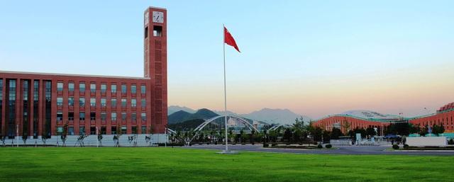 """Đại học Trung Quốc phát thư mời nhập học kèm """"âm thanh từ vũ trụ"""" - 1"""