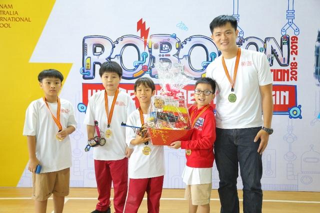 Học sinh Tiểu học VAS đam mê sáng tạo và lập trình robot - 1