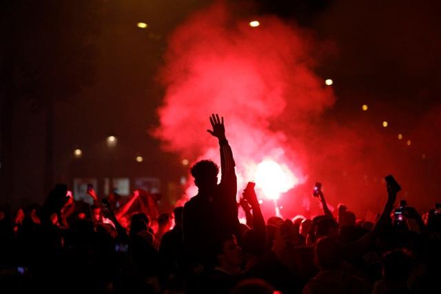 Cổ động viên PSG tức giận khi đội nhà bại trận trước Bayern Munich - 1