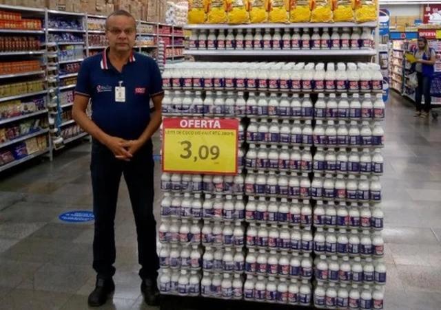 Nhân viên đột tử, siêu thị dùng ô che tạm thi thể để tiếp tục bán hàng - 2