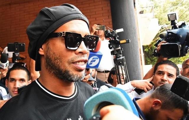 Ronaldinho được trả tự do sau 5 tháng ngồi tù ở Paraguay - 2