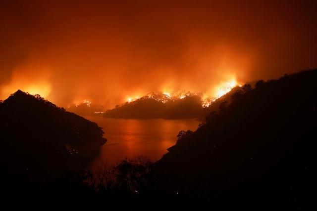 650 đám cháy rừng càn quét bang California, 7 người chết - 18