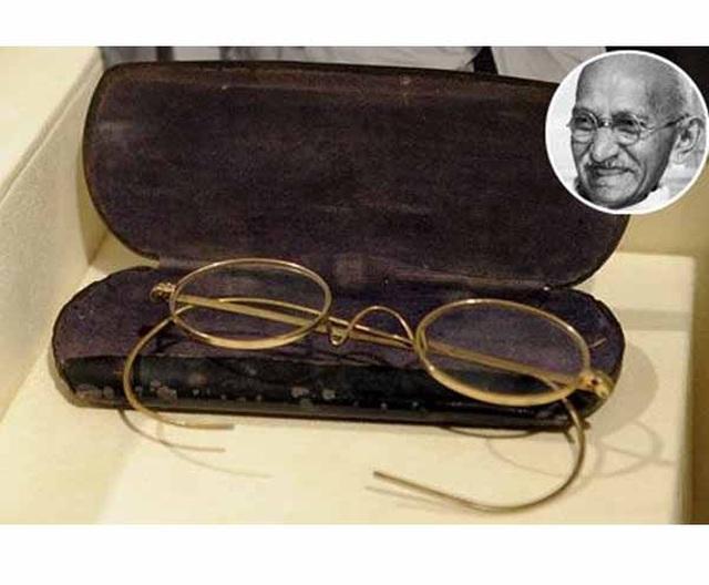 Đấu giá cặp kính mạ vàng của lãnh tụ Ấn Độ Mahatma Gandhi: Chốt 340.000 USD - 1
