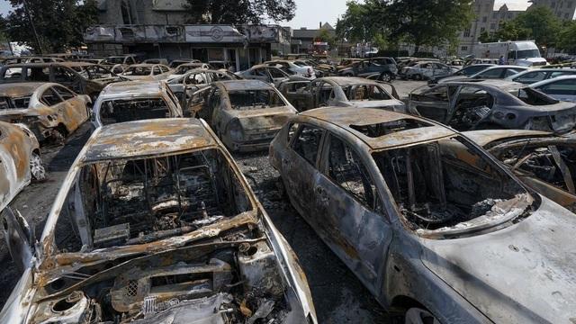 Mỹ: Hơn 100 xe ô tô bị lửa thiêu rụi do người biểu tình đốt phá - 5