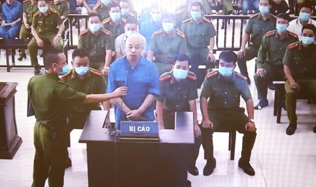 """An ninh thắt chặt trong ngày xét xử vợ chồng Đường """"Nhuệ"""" và đàn em - 4"""