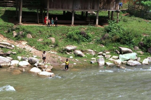 Tính mạng hàng chục em học sinh Huồi Thum bị rình rập mỗi khi mùa mưa đến - 6