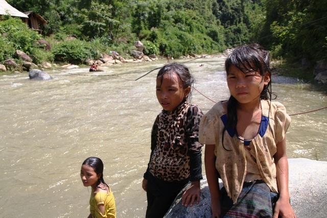 Tính mạng hàng chục em học sinh Huồi Thum bị rình rập mỗi khi mùa mưa đến - 7