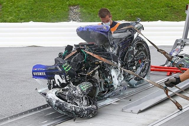 Xem tay đua MotoGP nhảy ra khỏi xe ở tốc độ hơn 200 km/h - 1