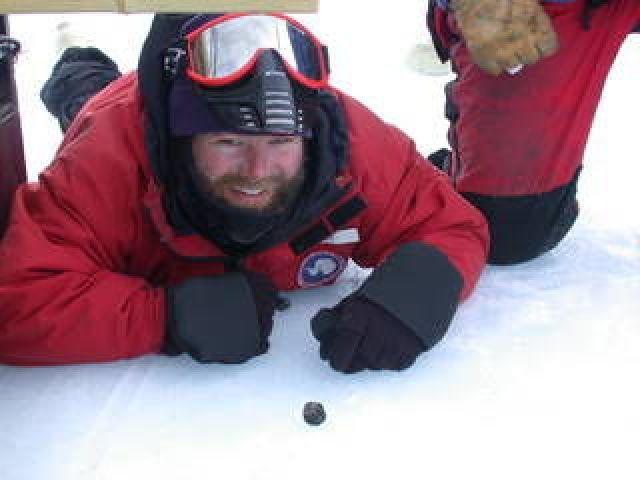 Phát hiện thiên thạch ở Nam Cực có thể chứa bí ẩn về tiến hóa của sự sống - 1