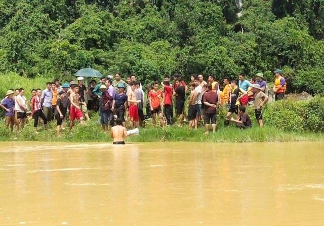 Nữ sinh bị nước cuốn trôi khi đi qua cầu tràn - 2