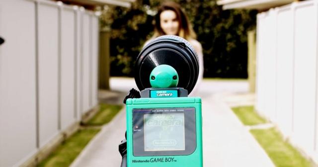 Điều gì sẽ xảy ra nếu gắn lens vào máy Game Boy để chụp ảnh? - 1