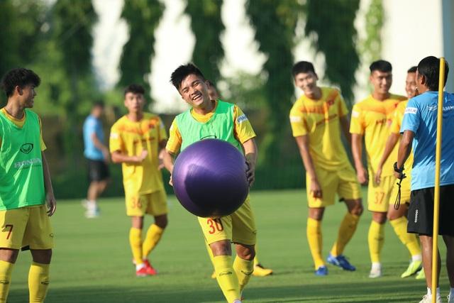 U22 Việt Nam chia tay 3 cầu thủ, tập bài lạ chờ đấu CLB Viettel - 6