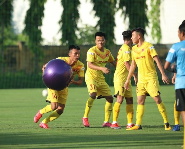 U22 Việt Nam chia tay 3 cầu thủ, tập bài lạ chờ đấu CLB Viettel - 3