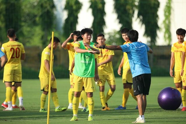 U22 Việt Nam chia tay 3 cầu thủ, tập bài lạ chờ đấu CLB Viettel - 11