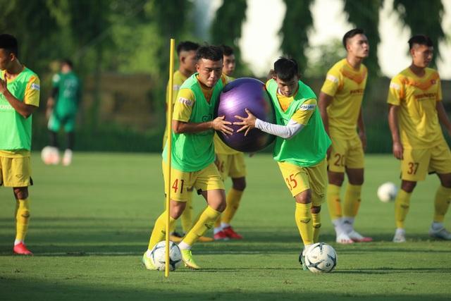 U22 Việt Nam chia tay 3 cầu thủ, tập bài lạ chờ đấu CLB Viettel - 2