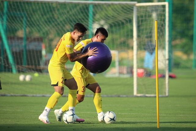 U22 Việt Nam chia tay 3 cầu thủ, tập bài lạ chờ đấu CLB Viettel - 10