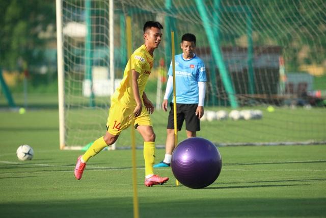 U22 Việt Nam chia tay 3 cầu thủ, tập bài lạ chờ đấu CLB Viettel - 4