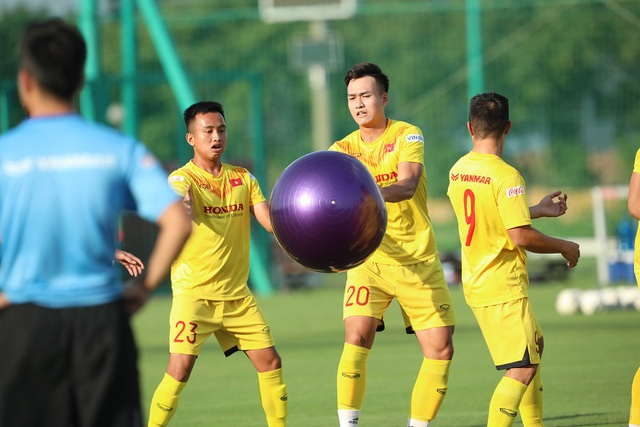 U22 Việt Nam chia tay 3 cầu thủ, tập bài lạ chờ đấu CLB Viettel - 9