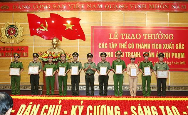 Phá nhiều vụ án, chuyên án lớn, Công an Quảng Bình được khen thưởng - 2
