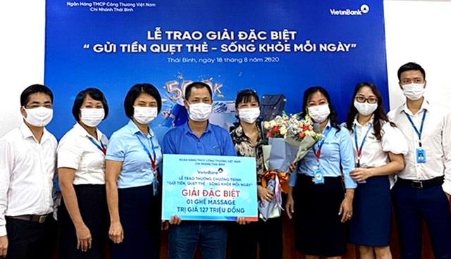 """VietinBank Thái Bình trao Giải Đặc biệt """"Gửi tiền quẹt thẻ, sống khỏe mỗi ngày"""" - 1"""