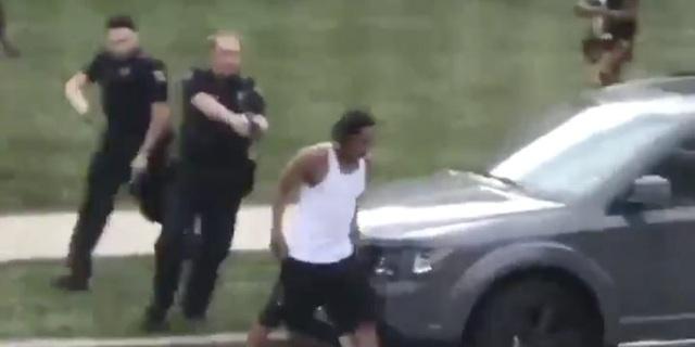 Người đàn ông da màu liệt nửa thân sau khi bị cảnh sát Mỹ bắn - 1
