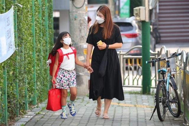 Hàn Quốc: Dịch bệnh tái bùng phát, học sinh cuối cấp lo lắng việc thi ĐH - 2