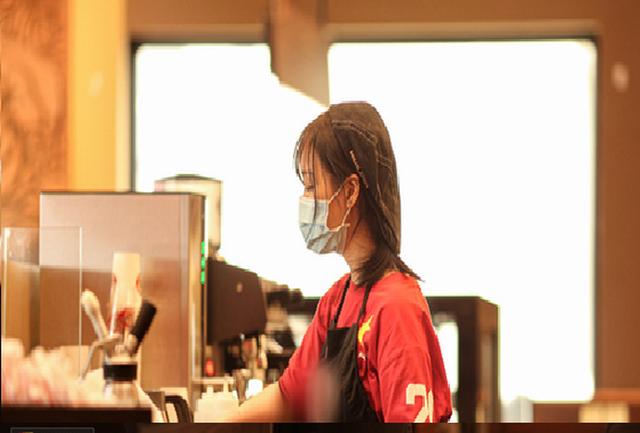 """Sinh viên thất nghiệp cố trụ lại Hà Nội """"bóp mồm bóp miệng"""" chờ qua dịch - 2"""